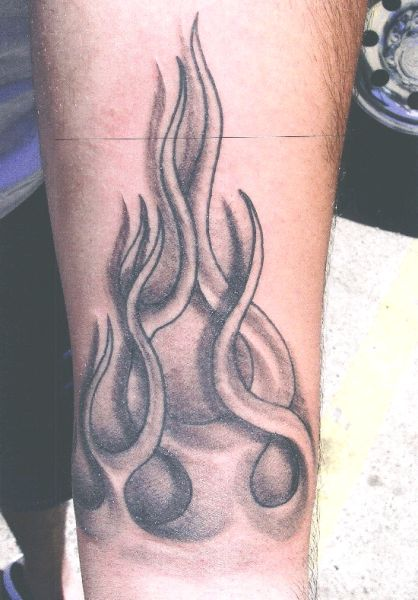 Огонь на ноге тату